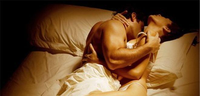 При оргазме женщина выплескивает жидкость